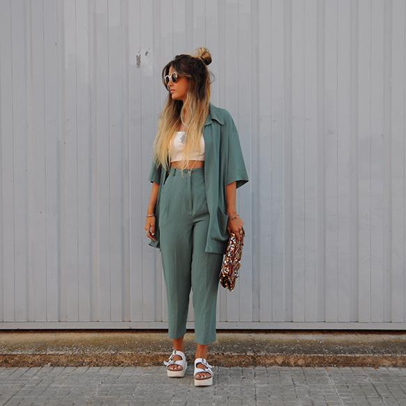 15-colgadas-de-una-percha-anna-duarte-traje-suit-chloe-verde-ugly-shoes-9