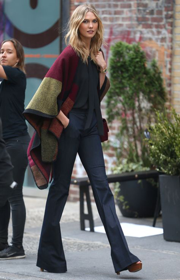 Supermodel Karlie Kloss on a photoshoot in Soho, in New York. 6 May 2015. 7 May 2015. Please byline: Vantagenews.co.uk