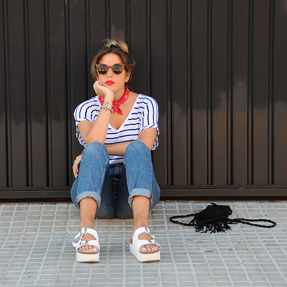 15-colgadas-de-una-percha-anna-duarte-stripes-rayas-bandana-kerchief-pañuelo-atado-al-cuello-handkerchief-knotted-to-the-neck-5