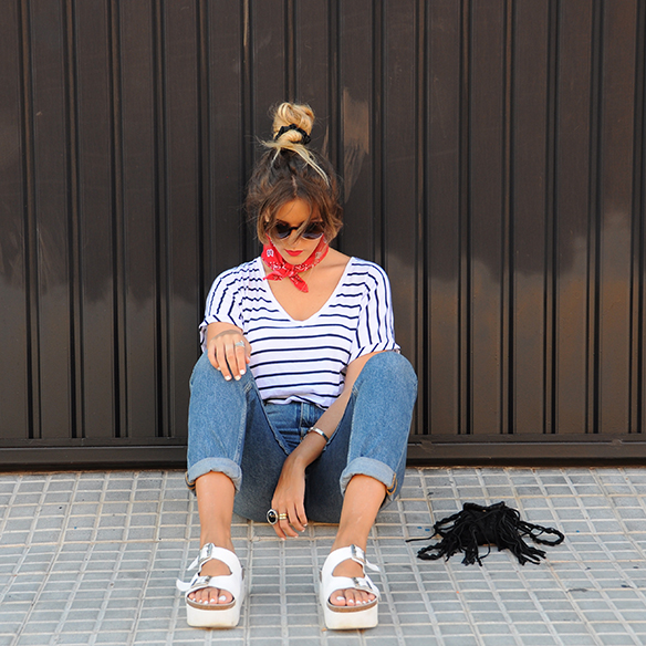 15-colgadas-de-una-percha-anna-duarte-stripes-rayas-bandana-kerchief-pañuelo-atado-al-cuello-handkerchief-knotted-to-the-neck-6