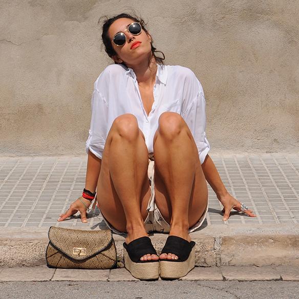 15-colgadas-de-una-percha-blanche-shorts-camisa-shirt-esparto-coletero-scrunchie-3