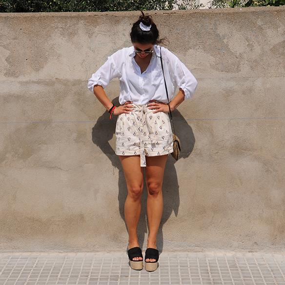 15-colgadas-de-una-percha-blanche-shorts-camisa-shirt-esparto-coletero-scrunchie-4