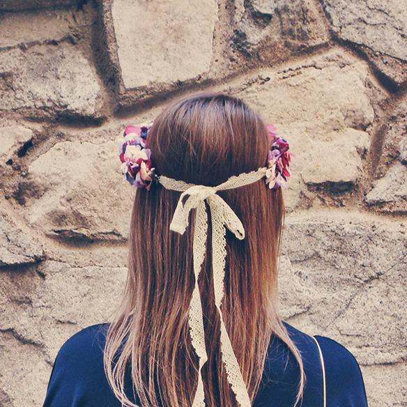 15-colgadas-de-una-percha-carla-kissler-bodas-weddings-corona-de-flores-floral-hair-wreath-lito-y-lola-9