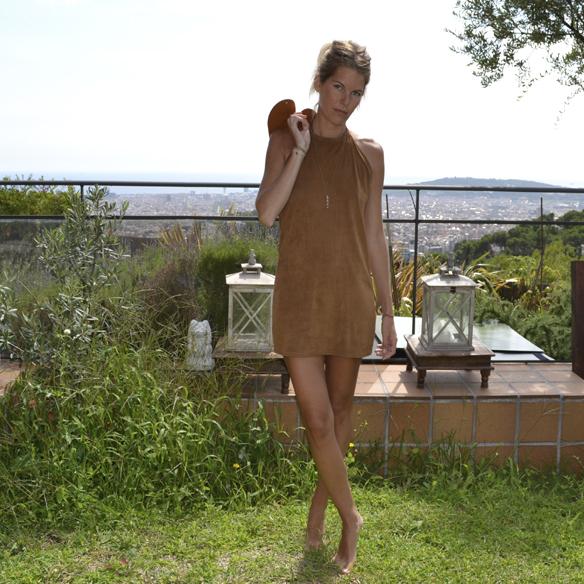 15-colgadas-de-una-percha-gina-carreras-ante-suede-mini-vestido-indie-dress-oh-my-collection-1