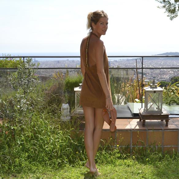 15-colgadas-de-una-percha-gina-carreras-ante-suede-mini-vestido-indie-dress-oh-my-collection-3