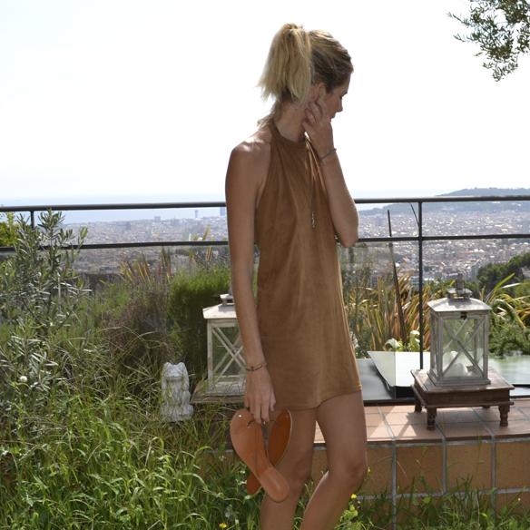 15-colgadas-de-una-percha-gina-carreras-ante-suede-mini-vestido-indie-dress-oh-my-collection-4