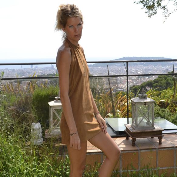 15-colgadas-de-una-percha-gina-carreras-ante-suede-mini-vestido-indie-dress-oh-my-collection-8