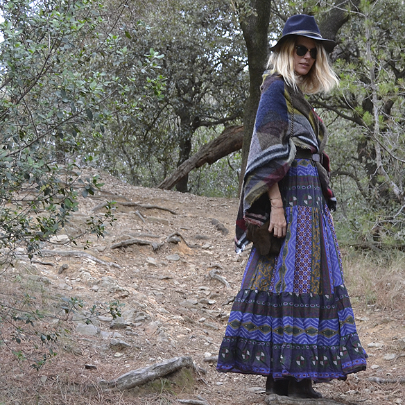 15-colgadas-de-una-percha-gina-carreras-georgina-carreras-barcelona-must-have-imprescindible-fw-15-16-oi-vestido-boho-dress-sombrero-hat-blanket-manta-1