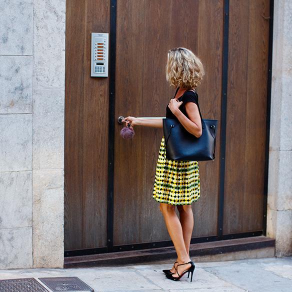 15-colgadas-de-una-percha-maica-jau-falda-estampada-print-skirt-negro-black-louboutin-louis-vuitton-10