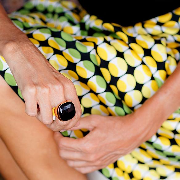 15-colgadas-de-una-percha-maica-jau-falda-estampada-print-skirt-negro-black-louboutin-louis-vuitton-5