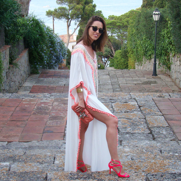15-colgadas-de-una-percha-marta-r-kaftan-miss-june-paris-pilar-oporto-jimmy-choo-clutch-1