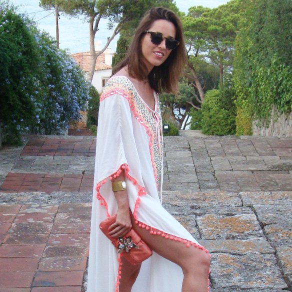 15-colgadas-de-una-percha-marta-r-kaftan-miss-june-paris-pilar-oporto-jimmy-choo-clutch-10