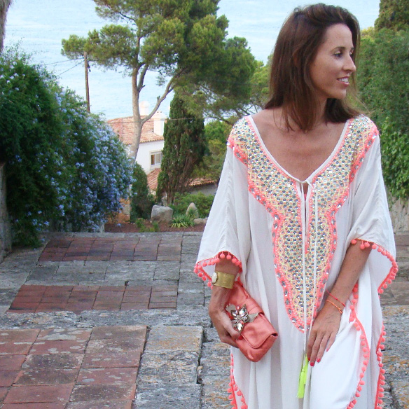 15-colgadas-de-una-percha-marta-r-kaftan-miss-june-paris-pilar-oporto-jimmy-choo-clutch-2