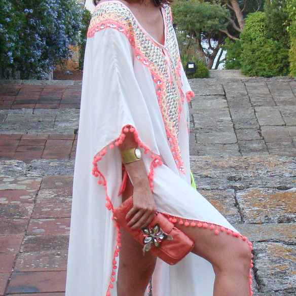15-colgadas-de-una-percha-marta-r-kaftan-miss-june-paris-pilar-oporto-jimmy-choo-clutch-3