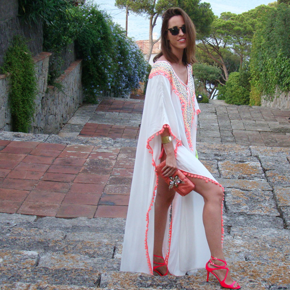 15-colgadas-de-una-percha-marta-r-kaftan-miss-june-paris-pilar-oporto-jimmy-choo-clutch-4