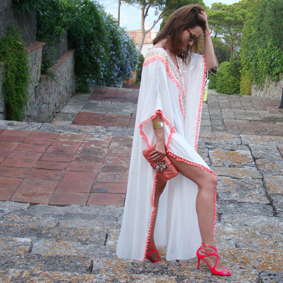 15-colgadas-de-una-percha-marta-r-kaftan-miss-june-paris-pilar-oporto-jimmy-choo-clutch-5