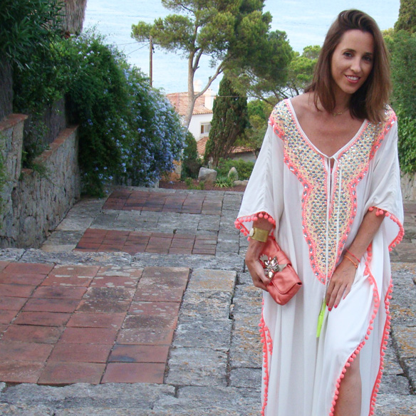 15-colgadas-de-una-percha-marta-r-kaftan-miss-june-paris-pilar-oporto-jimmy-choo-clutch-7