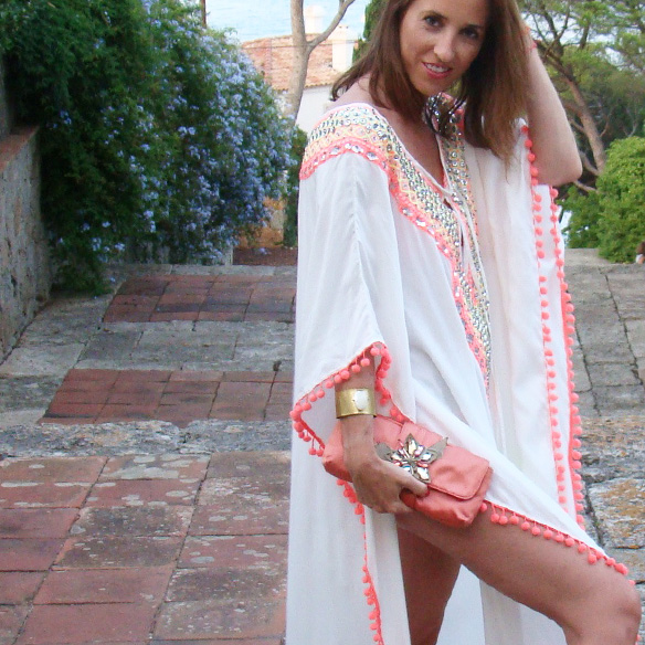 15-colgadas-de-una-percha-marta-r-kaftan-miss-june-paris-pilar-oporto-jimmy-choo-clutch-8