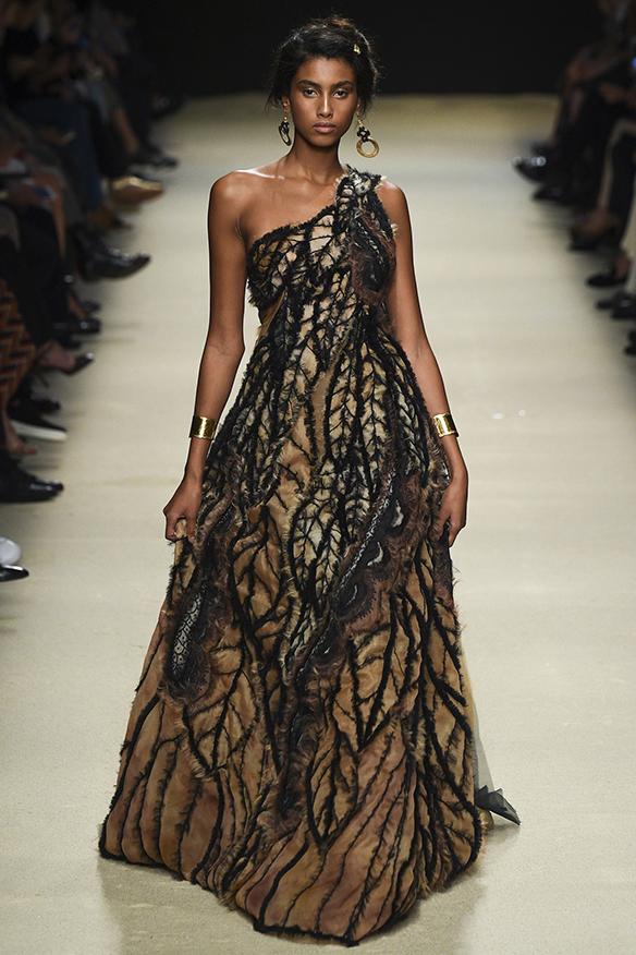 15-colgadas-de-una-percha-milan-fashion-week-mfw-alberta-ferreti-ss-16-2016-10