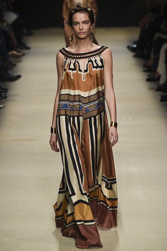 15-colgadas-de-una-percha-milan-fashion-week-mfw-alberta-ferreti-ss-16-2016-4