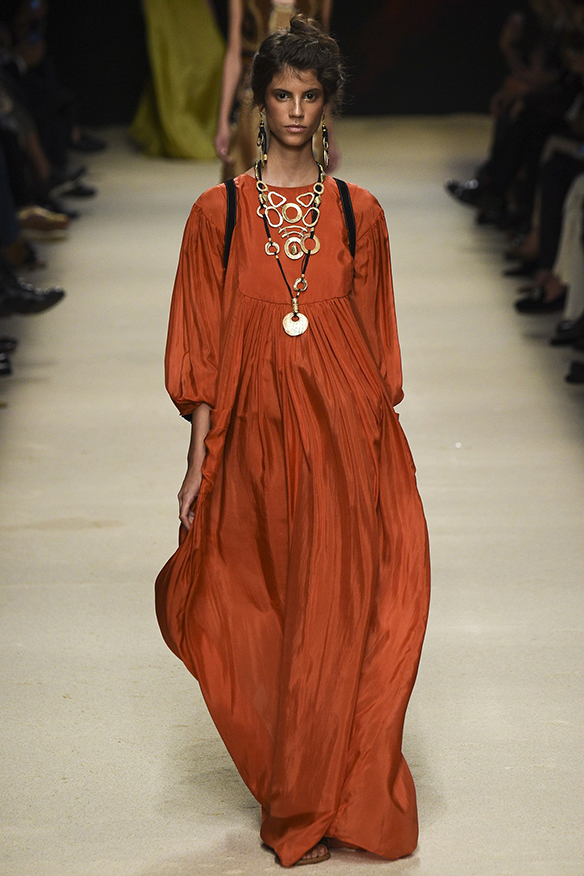 15-colgadas-de-una-percha-milan-fashion-week-mfw-alberta-ferreti-ss-16-2016-5