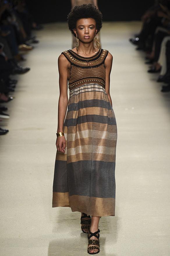 15-colgadas-de-una-percha-milan-fashion-week-mfw-alberta-ferreti-ss-16-2016-9