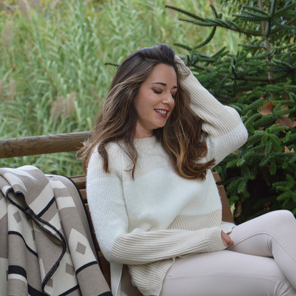 15-colgadas-de-una-percha-alicia-alvarez-fw-oi-poncho-white-blanco-tonos-tierra-earth-tones-neutral-colors-colores-neutros-5