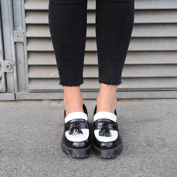 15-colgadas-de-una-percha-anna-duarte-cropped-jeans-b-&-w-blanco-y-negro-sombrero-hat-mocasines-loafers-blazer-lana-wool-gris-grey-6