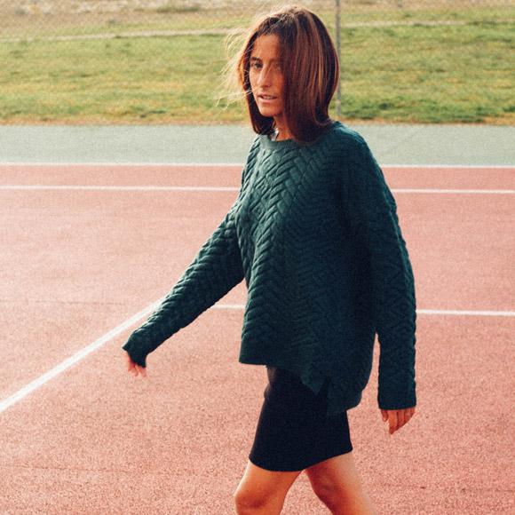 15-colgadas-de-una-percha-bebofi-mapache-by-dark-green-fw-oi-sporty-look-jersey-jumper-verde-green-falda-skirt-2