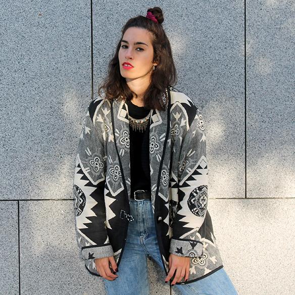 15-colgadas-de-una-percha-blanche-chaqueta-blanco-y-negro-b-&-w-jacket-jeans-tiro-alto-high-waisted-jeans-bambas-trainers-2