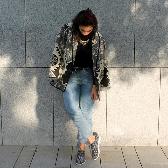 15-colgadas-de-una-percha-blanche-chaqueta-blanco-y-negro-b-&-w-jacket-jeans-tiro-alto-high-waisted-jeans-bambas-trainers-3