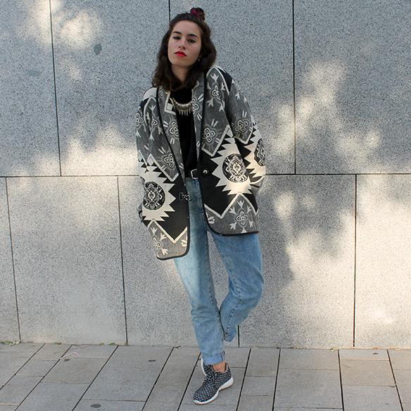 15-colgadas-de-una-percha-blanche-chaqueta-blanco-y-negro-b-&-w-jacket-jeans-tiro-alto-high-waisted-jeans-bambas-trainers-9