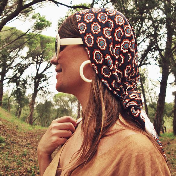 15-colgadas-de-una-percha-carla-kissler-must-have-fw-15-16-oi-imprescindible-ante-suede-70s-años-70-aros-hoops-pañuelo-cabeza-headscarf-wayuu-bag-10
