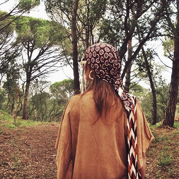 15-colgadas-de-una-percha-carla-kissler-must-have-fw-15-16-oi-imprescindible-ante-suede-70s-años-70-aros-hoops-pañuelo-cabeza-headscarf-wayuu-bag-2