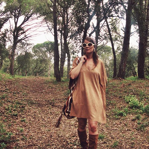 15-colgadas-de-una-percha-carla-kissler-must-have-fw-15-16-oi-imprescindible-ante-suede-70s-años-70-aros-hoops-pañuelo-cabeza-headscarf-wayuu-bag-3