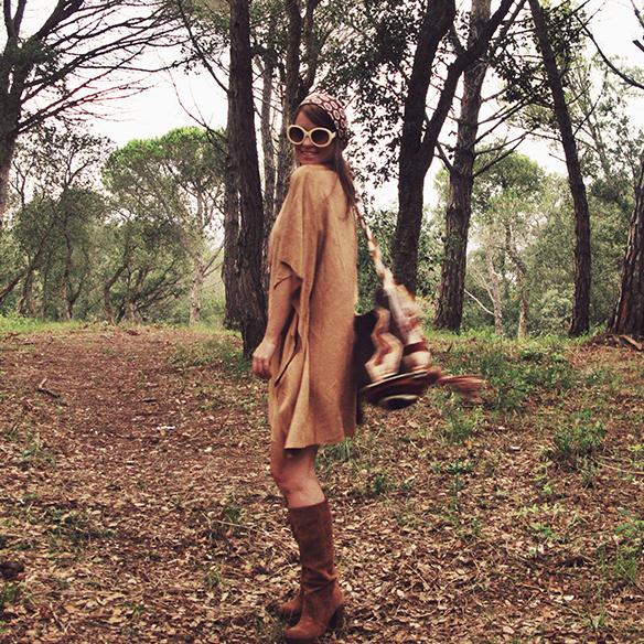 15-colgadas-de-una-percha-carla-kissler-must-have-fw-15-16-oi-imprescindible-ante-suede-70s-años-70-aros-hoops-pañuelo-cabeza-headscarf-wayuu-bag-5