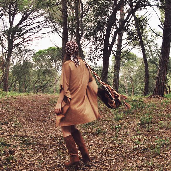 15-colgadas-de-una-percha-carla-kissler-must-have-fw-15-16-oi-imprescindible-ante-suede-70s-años-70-aros-hoops-pañuelo-cabeza-headscarf-wayuu-bag-8