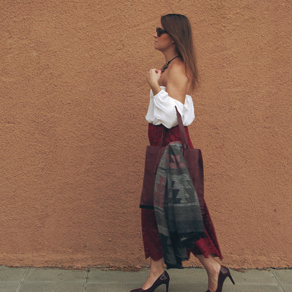 15-colgadas-de-una-percha-carla-kissler-must-have-fw-oi-imprescindible-culottes-encaje-lace-marsala-blusa-off-shoulder-blouse-1