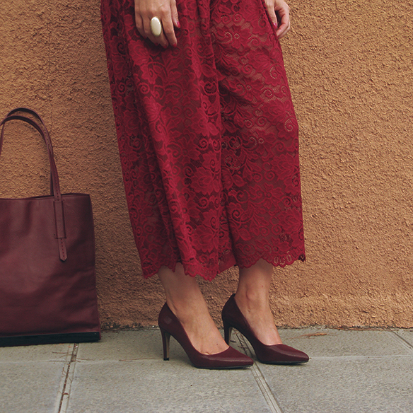 15-colgadas-de-una-percha-carla-kissler-must-have-fw-oi-imprescindible-culottes-encaje-lace-marsala-blusa-off-shoulder-blouse-6