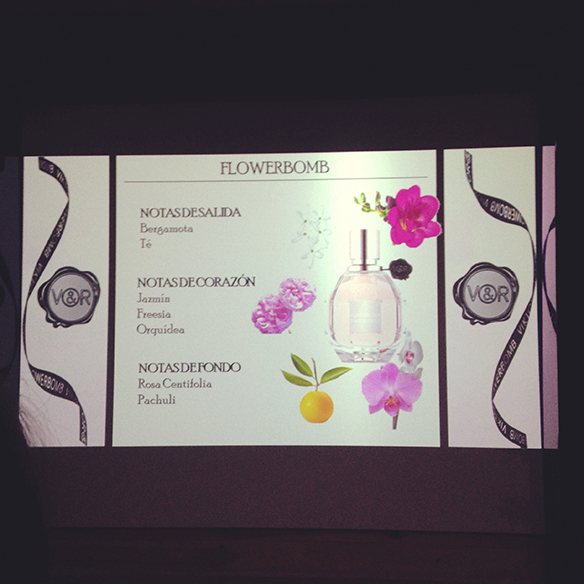 15-colgadas-de-una-percha-flowerbomb-viktor-&-rolf-perfume-fragancia-perfume-fragrance-10º-aniversario-10th-anniversary-11
