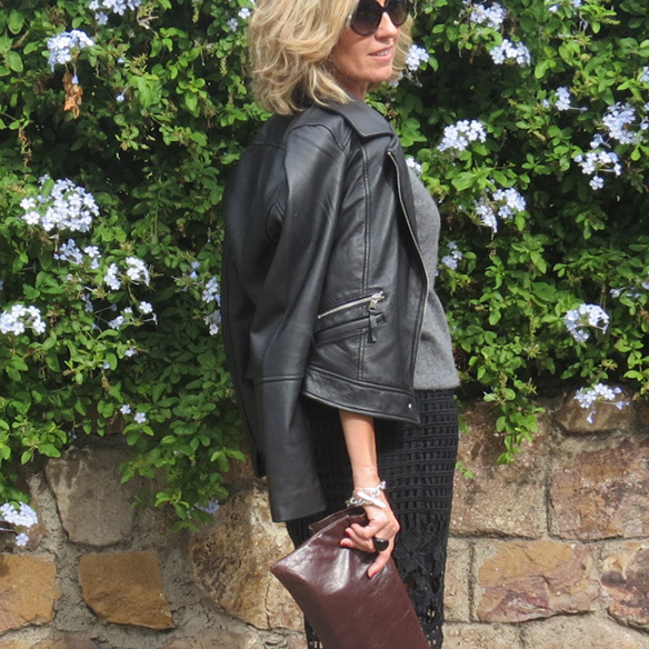 15-colgadas-de-una-percha-maica-jau-conceptos-de-estilo-falda-lapiz-troquelada-die-cut-pencil-skirt-stilettos-rojos-negros-jersey-lana-cazadora-jacket-8