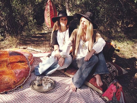15-colgadas-de-una-percha-almah-scented-jewelry-lookbook-fw-15-16-joyeria-bisuteria-aromatica-perfumada-anna-duarte-gina-carreras-70s-7