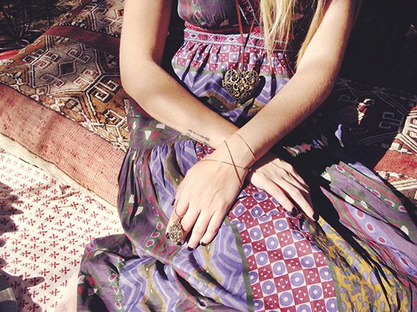 15-colgadas-de-una-percha-almah-scented-jewelry-lookbook-fw-15-16-joyeria-bisuteria-aromatica-perfumada-anna-duarte-gina-carreras-boho-5