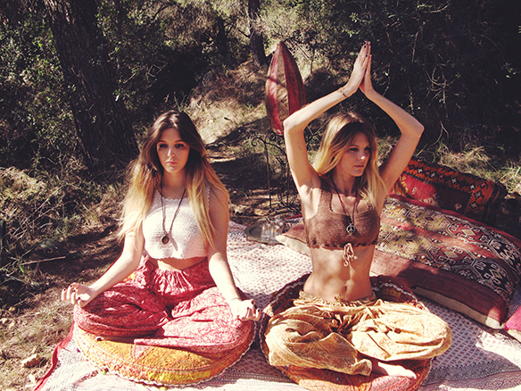 15-colgadas-de-una-percha-almah-scented-jewelry-lookbook-fw-15-16-joyeria-bisuteria-aromatica-perfumada-anna-duarte-gina-carreras-hippie-yoga-1