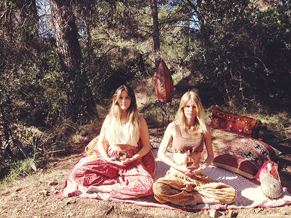 15-colgadas-de-una-percha-almah-scented-jewelry-lookbook-fw-15-16-joyeria-bisuteria-aromatica-perfumada-anna-duarte-gina-carreras-hippie-yoga-10