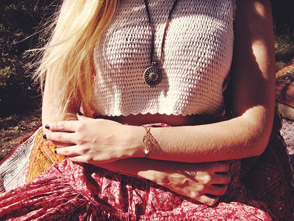 15-colgadas-de-una-percha-almah-scented-jewelry-lookbook-fw-15-16-joyeria-bisuteria-aromatica-perfumada-anna-duarte-gina-carreras-hippie-yoga-4
