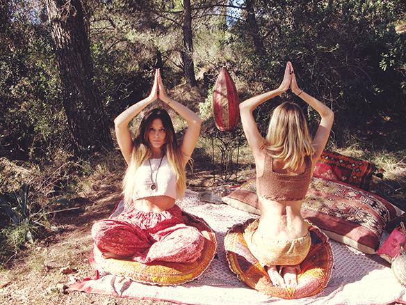 15-colgadas-de-una-percha-almah-scented-jewelry-lookbook-fw-15-16-joyeria-bisuteria-aromatica-perfumada-anna-duarte-gina-carreras-hippie-yoga-8