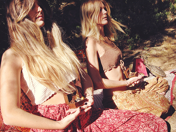 15-colgadas-de-una-percha-almah-scented-jewelry-lookbook-fw-15-16-joyeria-bisuteria-aromatica-perfumada-anna-duarte-gina-carreras-hippie-yoga-9