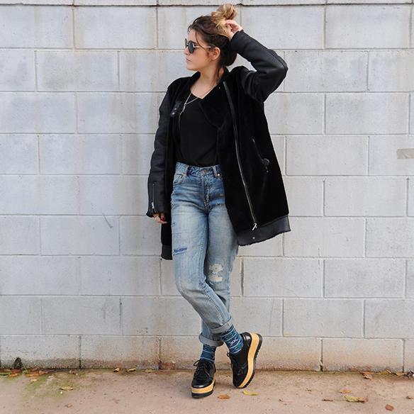15-colgadas-de-una-percha-anna-duarte-boyfriend-jeans-socks-calcetines-cuero-pelo-chaqueta-fur-leather-jacket-zapatos-plataforma-madera-wood-platform-shoes-fatima-1