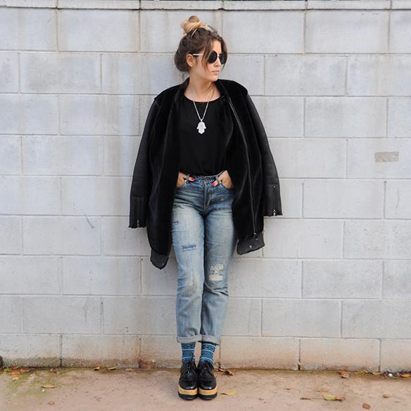15-colgadas-de-una-percha-anna-duarte-boyfriend-jeans-socks-calcetines-cuero-pelo-chaqueta-fur-leather-jacket-zapatos-plataforma-madera-wood-platform-shoes-fatima-10